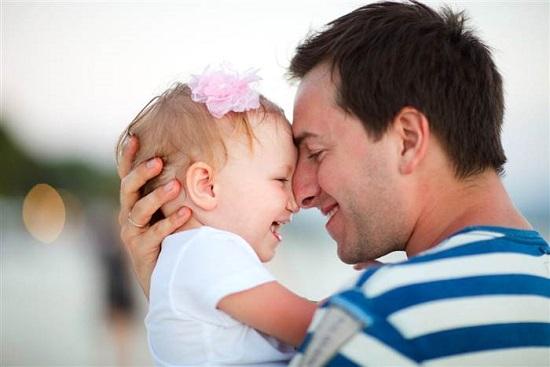بمجرد حضن.. اعرف التغيرات الهرمونية والعصبية اللى هتحصلك لو لسة أب جديد -  اليوم السابع