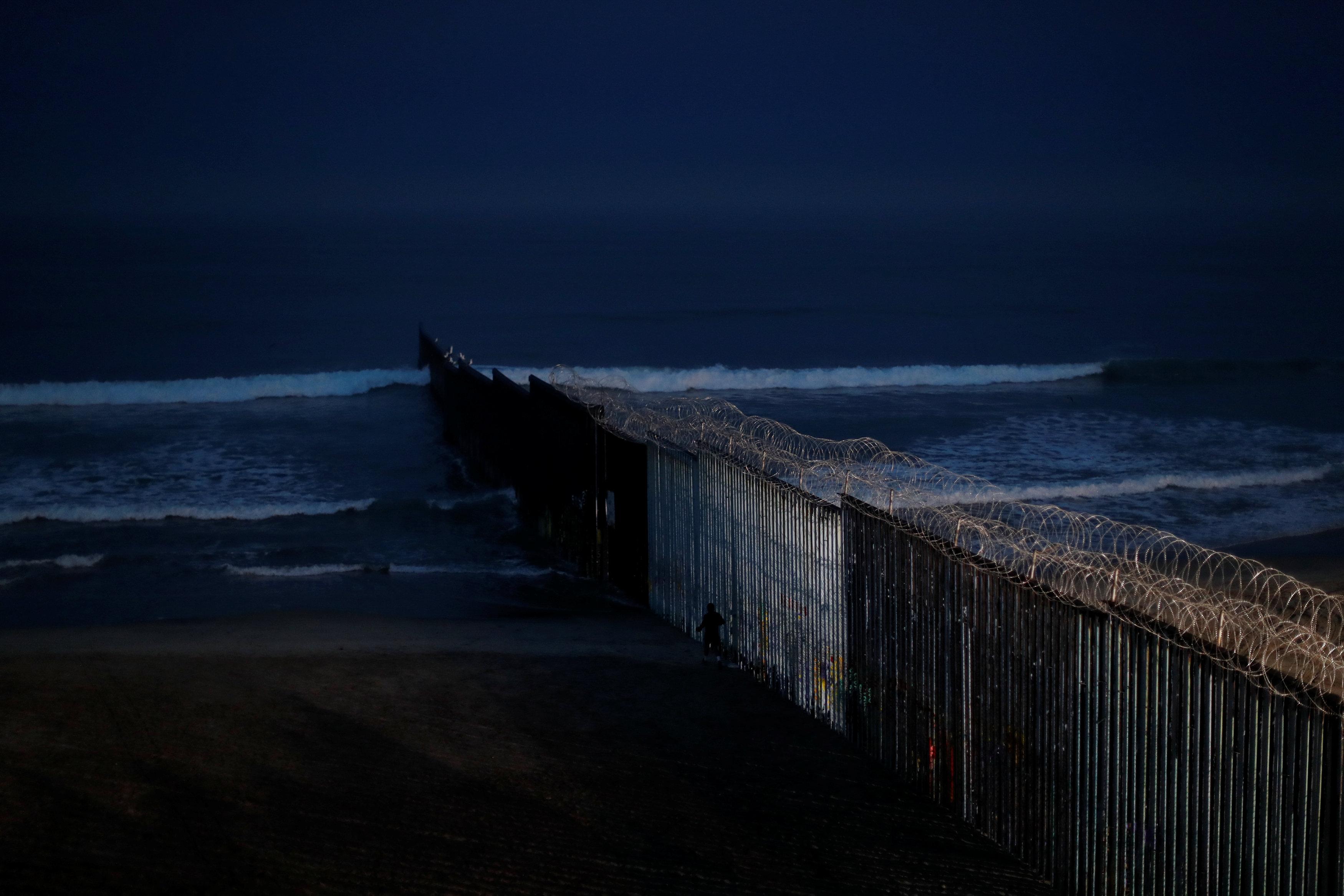جدار المكسيك فى انتظار المزيد من التمويلات
