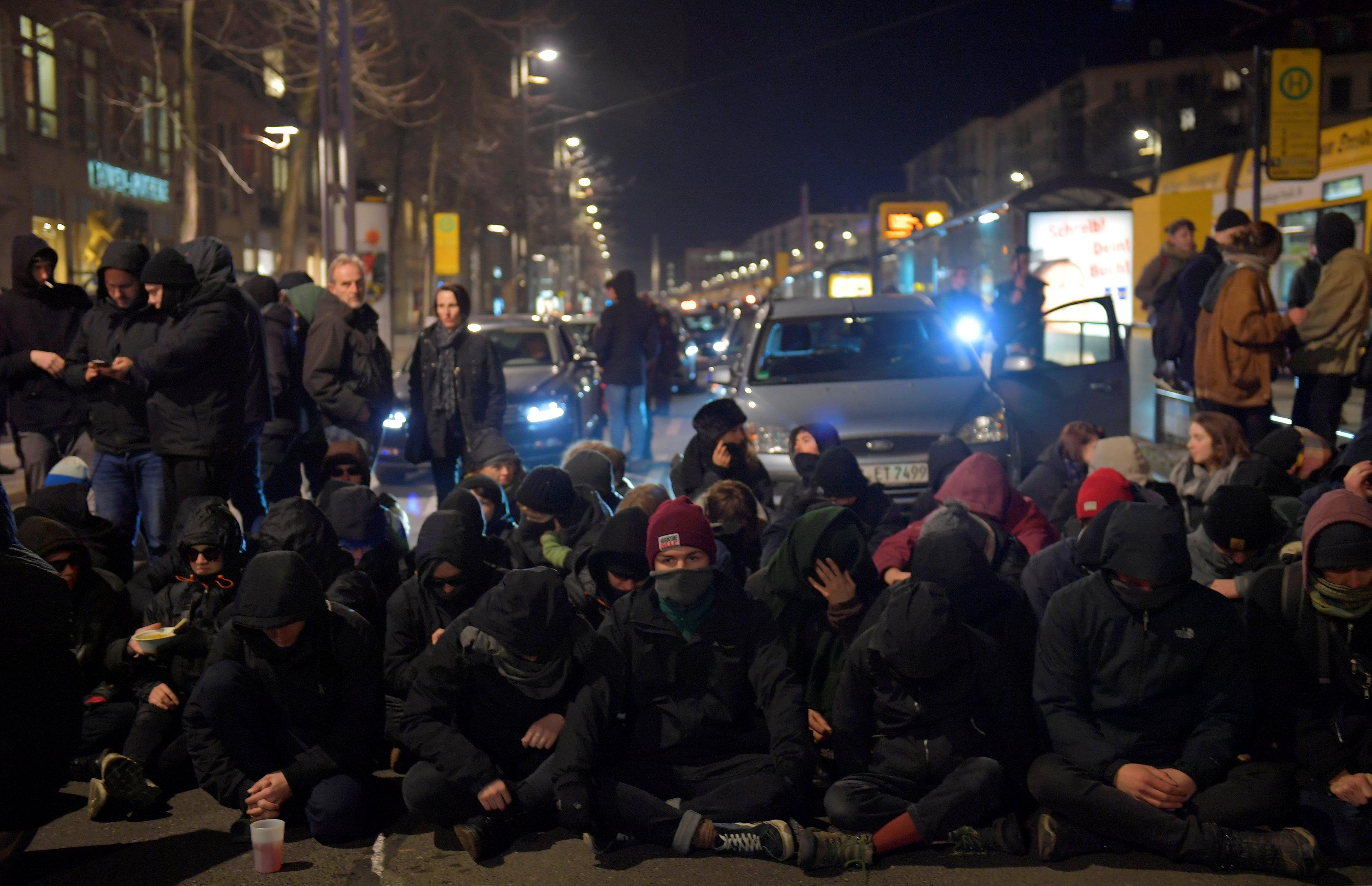 الشرطة الألمانية تعتقل المحتجين (5)