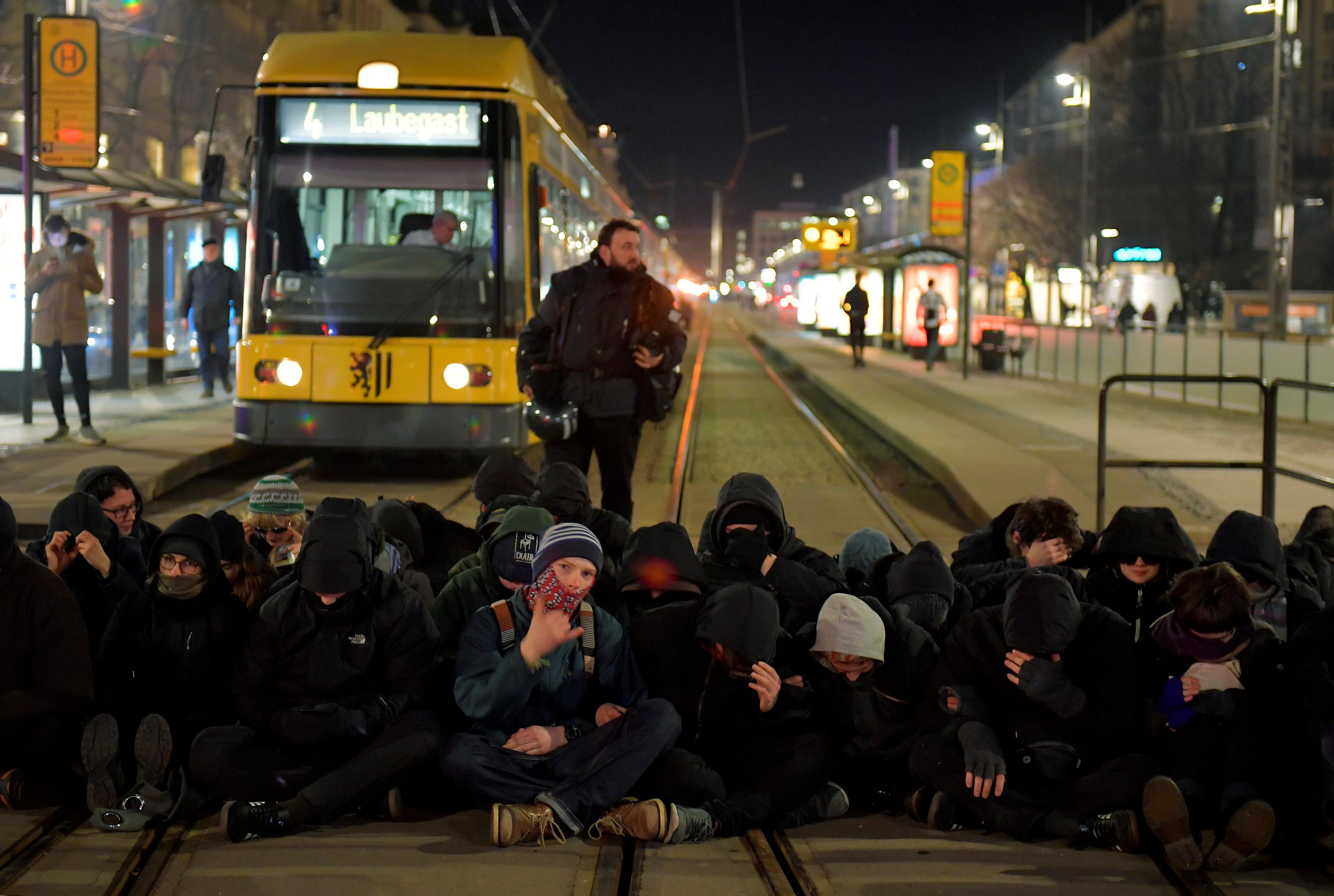 الشرطة الألمانية تعتقل المحتجين (4)