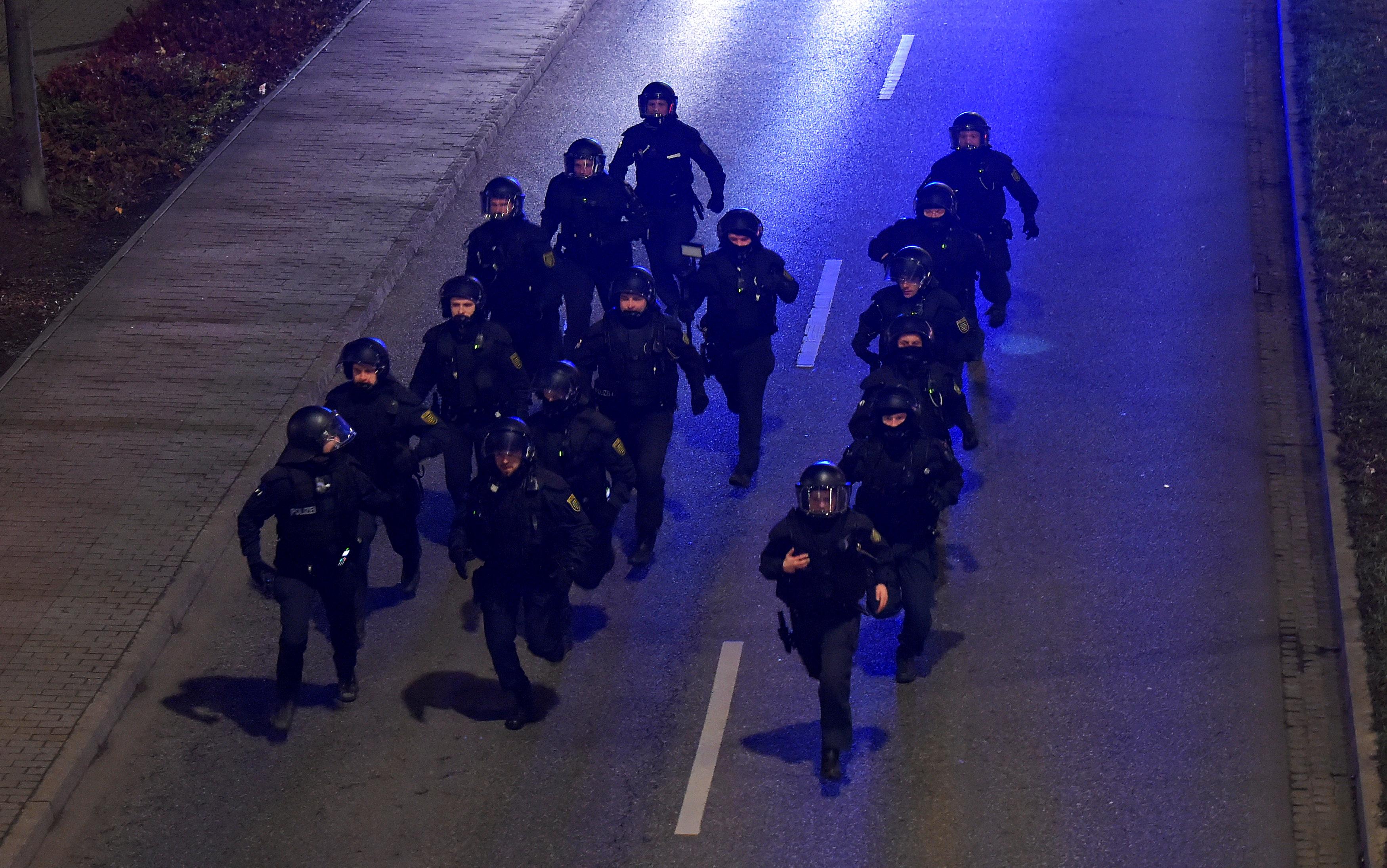 الشرطة الألمانية تعتقل المحتجين (3)