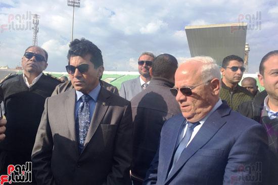 وزير الرياضة ومحافظ بورسعيد يتفقدان النادى المصرى (6)