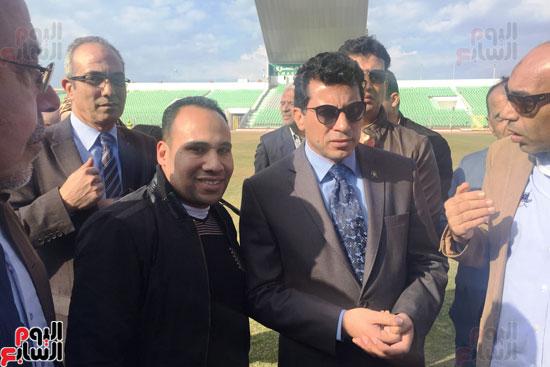 وزير الرياضة ومحافظ بورسعيد يتفقدان النادى المصرى (8)