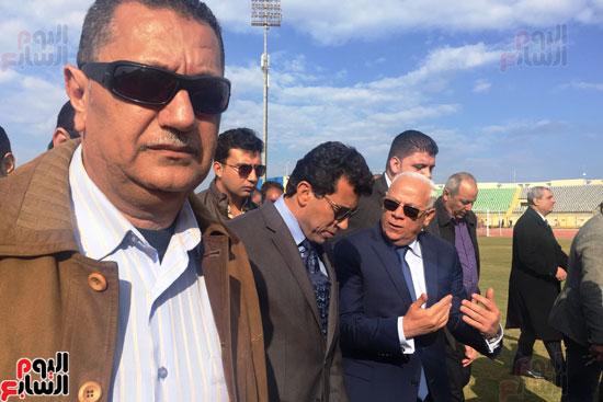 وزير الرياضة ومحافظ بورسعيد يتفقدان النادى المصرى (5)