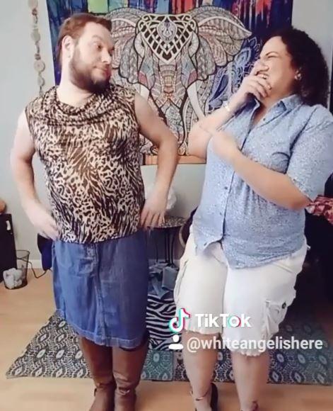 لو بتحبها ألبس زيها (7)