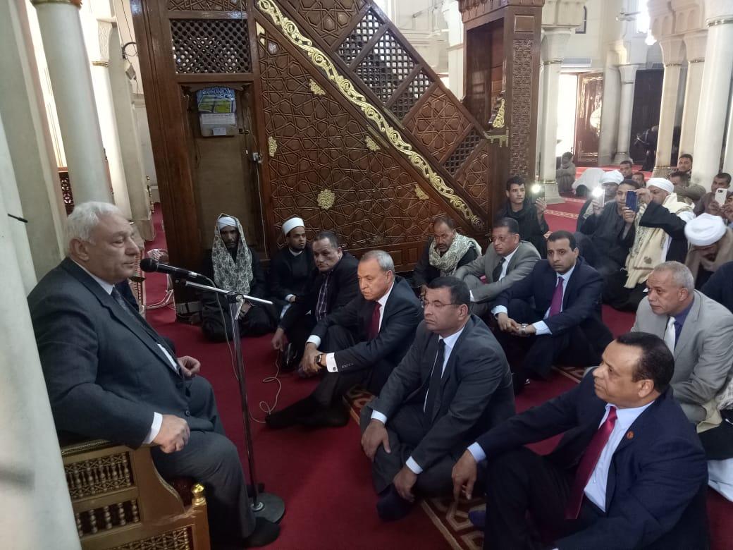 محافظ قنا يستقبل وفد دينية النواب بمسجد سيدى عبد الرحيم القنائى (3)