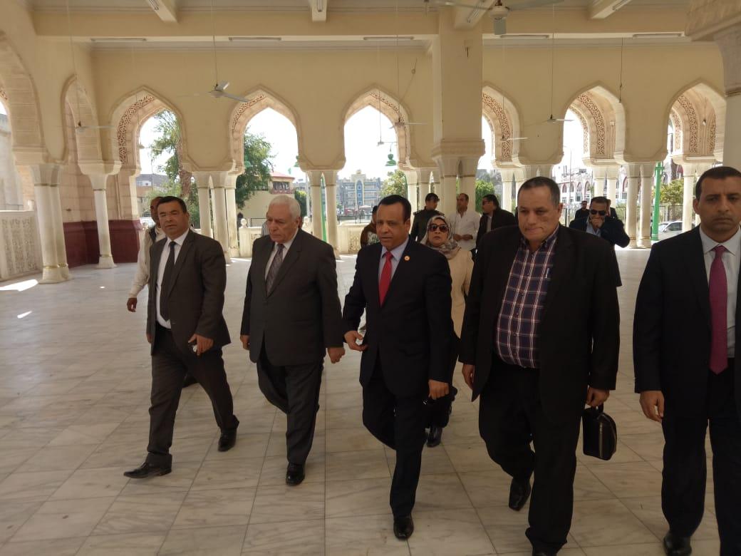 محافظ قنا يستقبل وفد دينية النواب بمسجد سيدى عبد الرحيم القنائى (1)