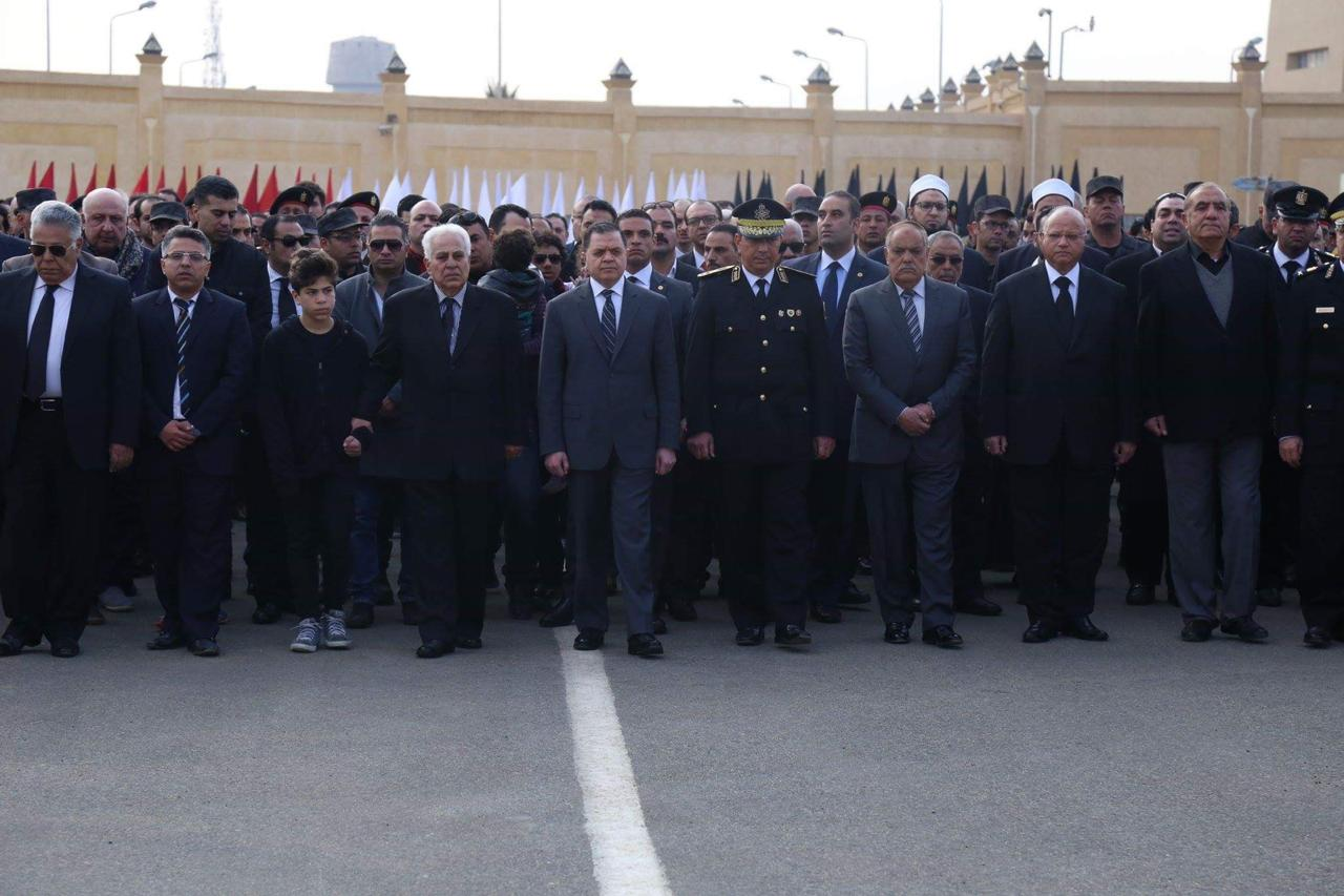 وزير الداخلية يتقدم الجنازة العسكرية