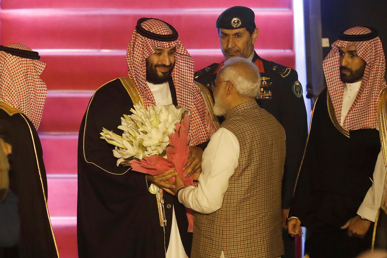 رئيس وزراء الهند يستقبل بن سلمان بباقة من الزهور