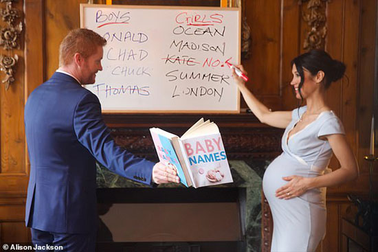 شبيها الامير هارى وميجان يختارا اسماء للطفل القادم