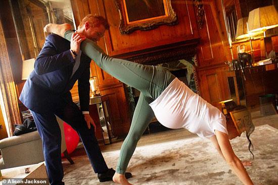 شبيها الأمير وزوجته يمارسان اليوجا (2)