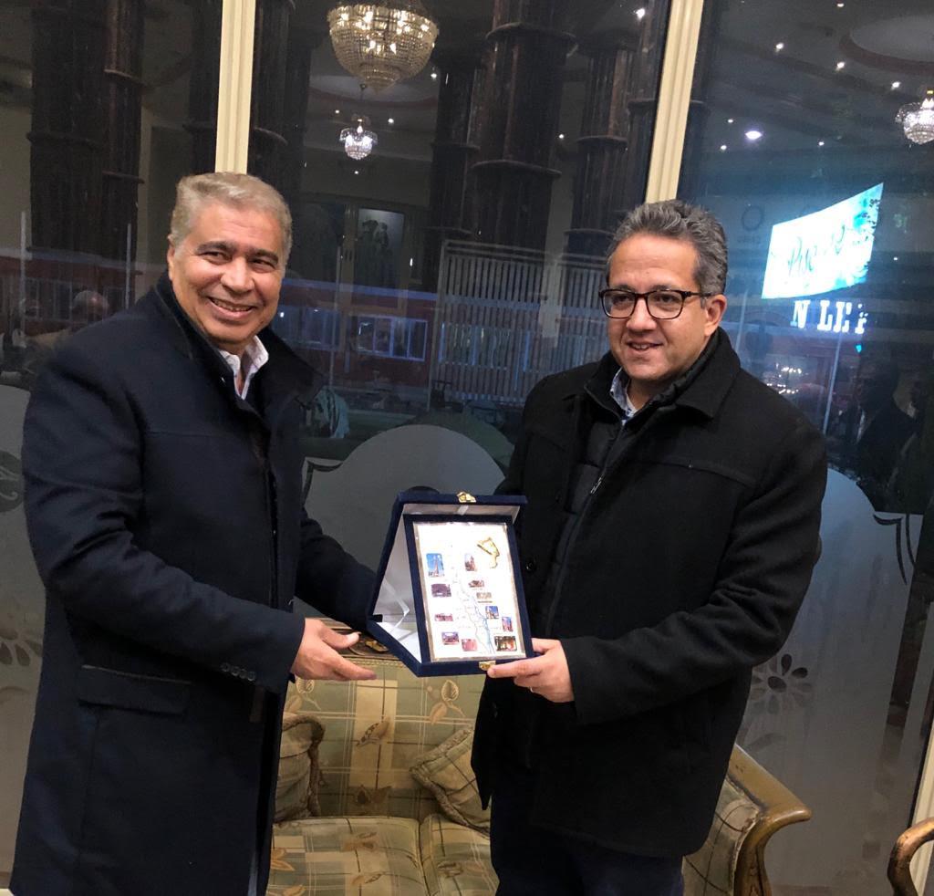 محافظ المنيا يكرم وزير الآثار