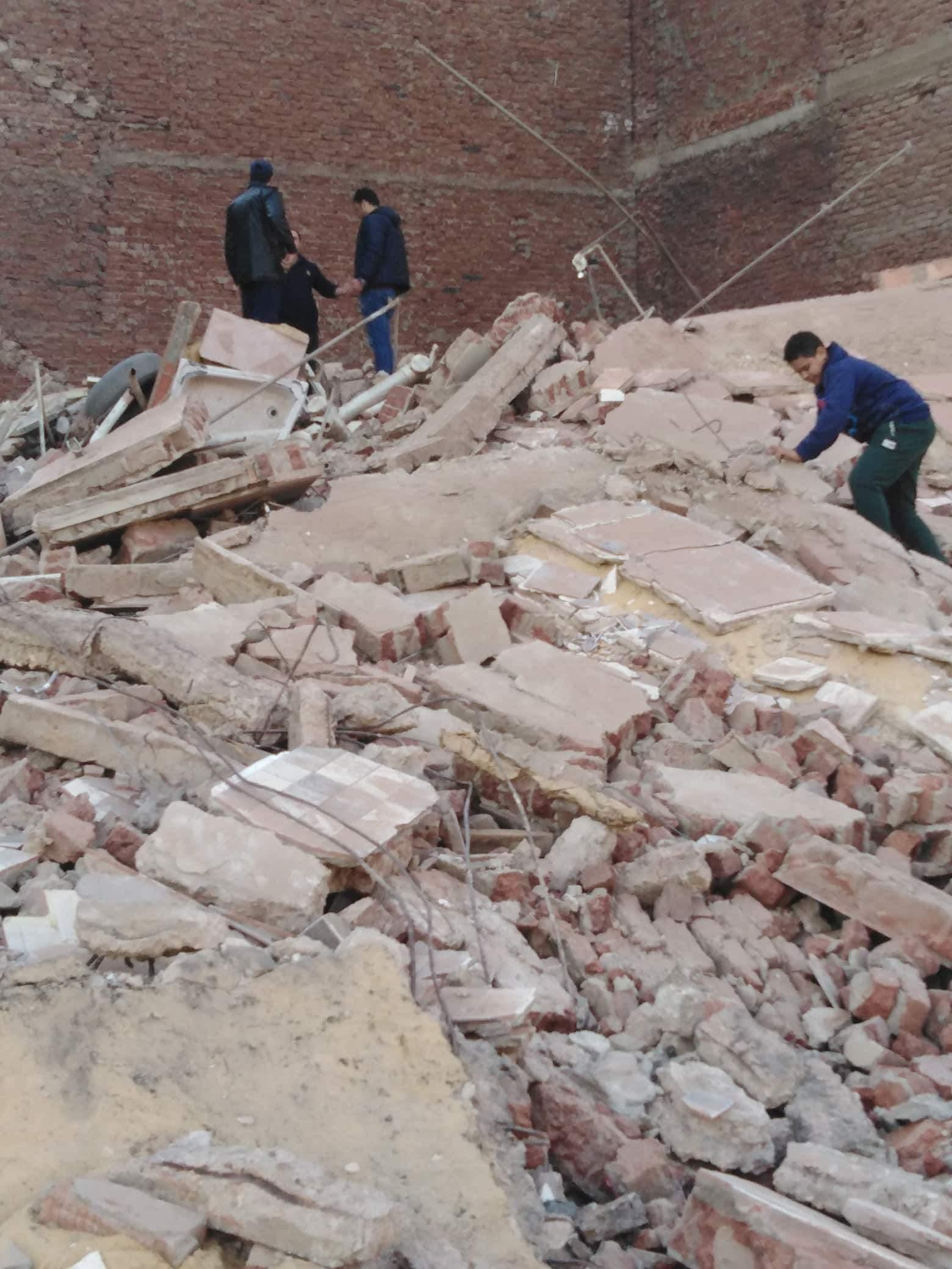 انهيار منزل مكون طوابق بالمحلة