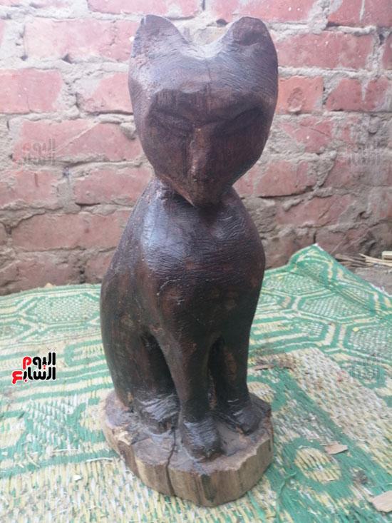 2597975-تمثال-القطة