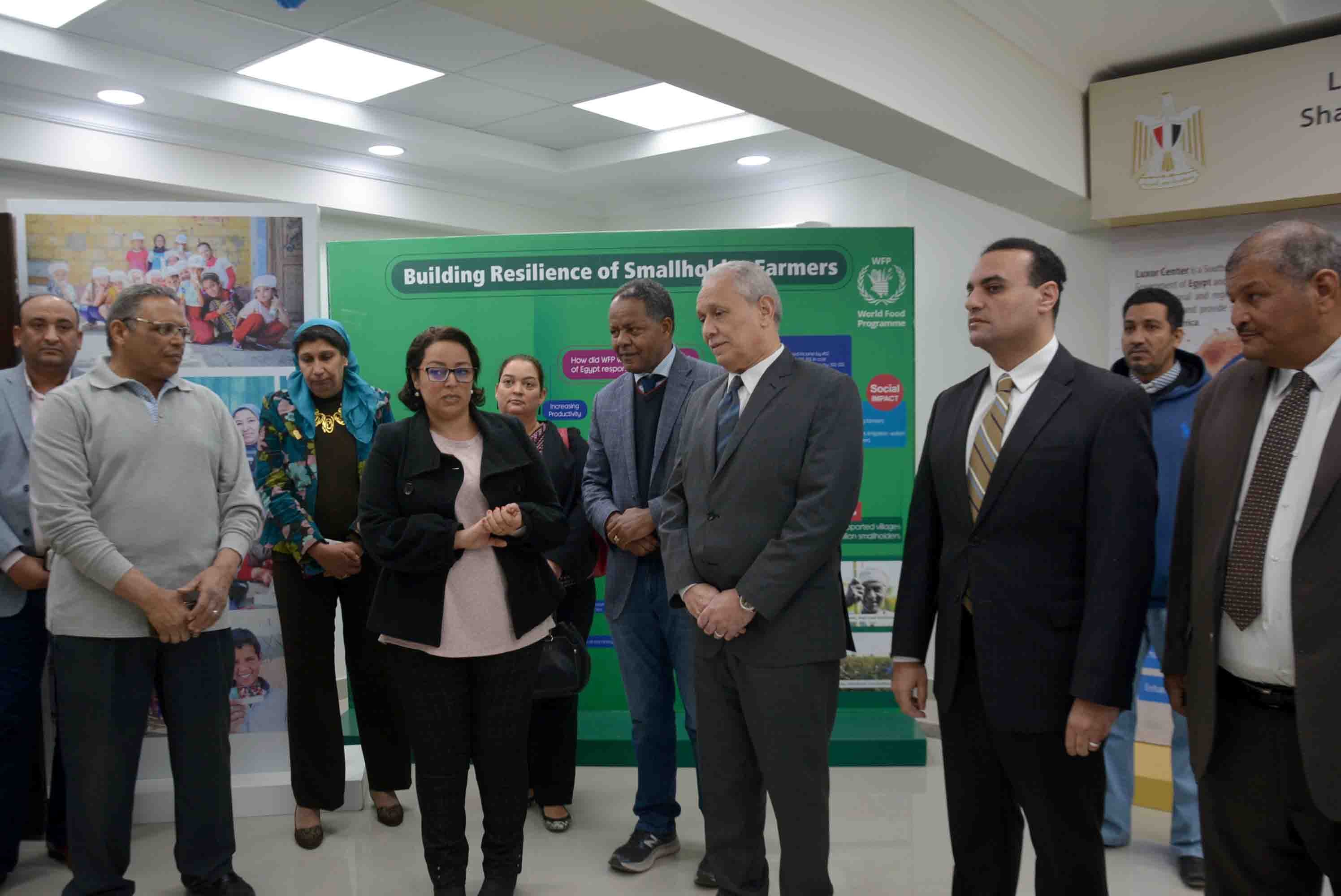 محافظ الأقصر ومدير برنامج الأغذية العالمي يتابعان مشروع التغيرات المناخية لدعم المزارعين (2)