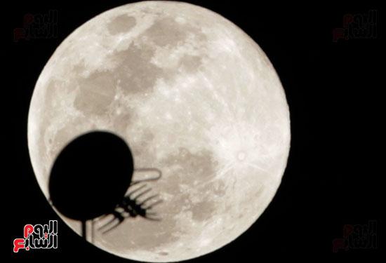 القمر  والارض (2)