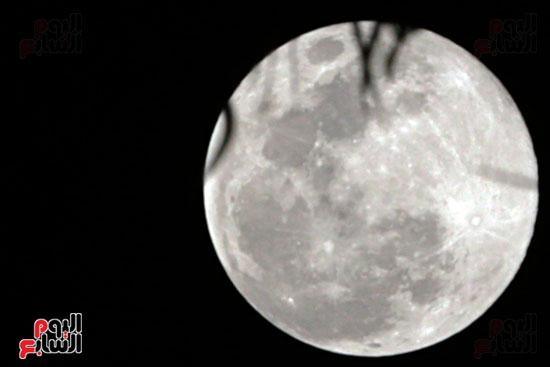 القمر  والارض (3)