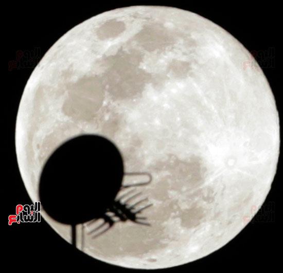القمر  والارض (1)