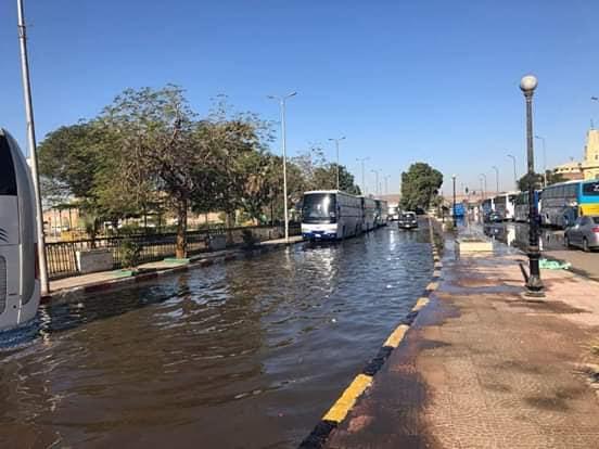 غرق ميدان المحطة وديوان محافظة أسوان  (2)