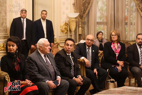 وكيل النواب يستقبل اعضاء الحوار المصرى الأمريكى بمقر البرلمان   (3)