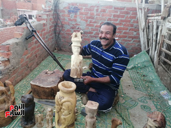3321361-احمد-يحمل-تمثالا-لم-يكتمل