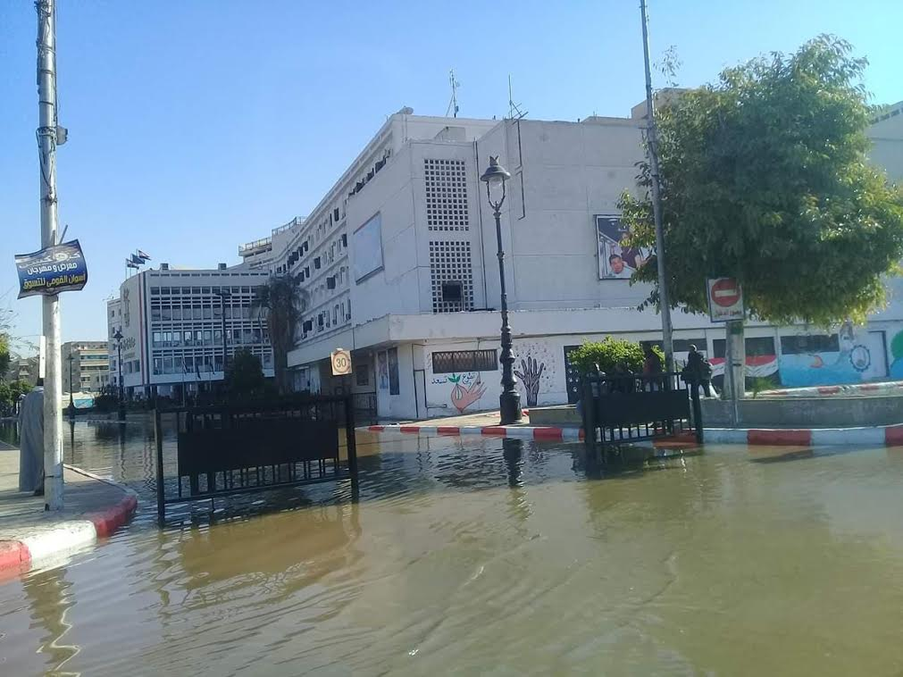 غرق ميدان المحطة وديوان محافظة أسوان  (1)