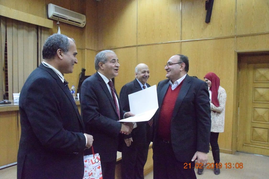 وزير التموين  يشهد حفل تكريم  العاملين المتميزين بهيئة السلع التموينية   (9)