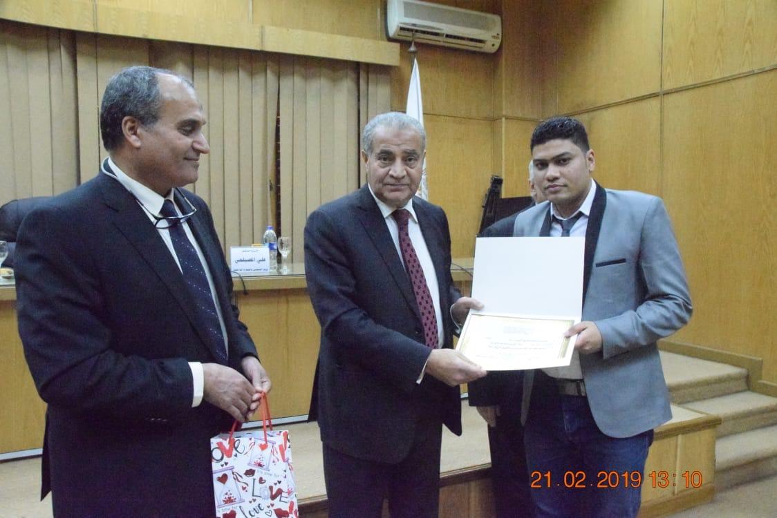 وزير التموين  يشهد حفل تكريم  العاملين المتميزين بهيئة السلع التموينية   (6)