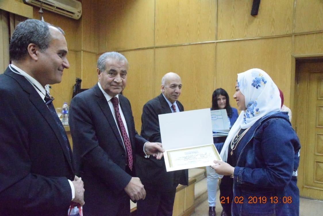 وزير التموين  يشهد حفل تكريم  العاملين المتميزين بهيئة السلع التموينية   (2)