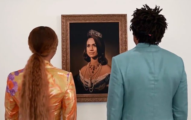 الزوجان يلتفا للوحة ميجان ماركل