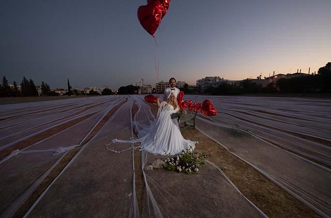 العريس والعروس وسط أطول طرحة فى العالم (2)
