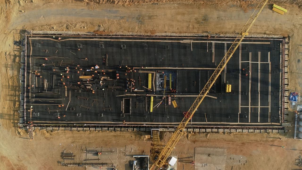 صب الخرسانة المسلحة لأساسات البرج C02 بمنطقة الأعمال المركزية بالعاصمة الإدارية الجديدة (2)