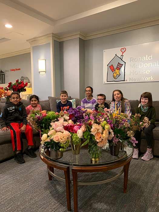 اطفال مرضى السرطان تمتعوا بزهور الدوقة (4)