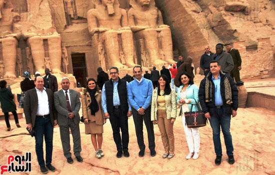 5-وزراء-ومحافظ-أسوان-أمام-معبد-أبوسمبل