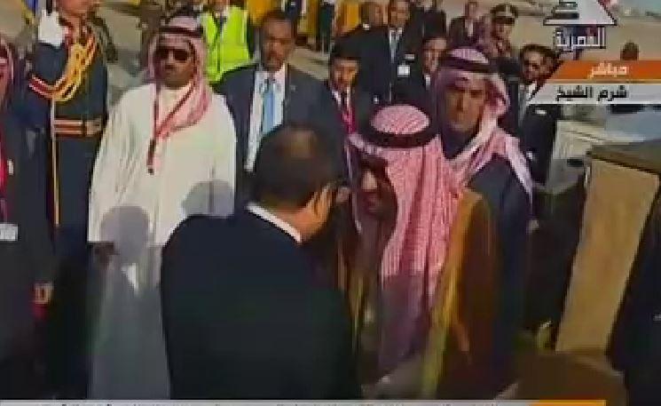 السيسي يستقبل الملك سلمان بمطار شرم الشيخ (1)