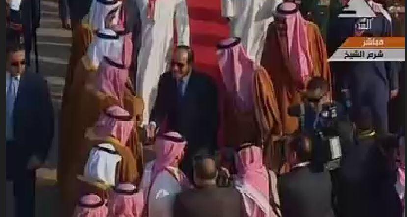 السيسي يستقبل الملك سلمان بمطار شرم الشيخ (3)