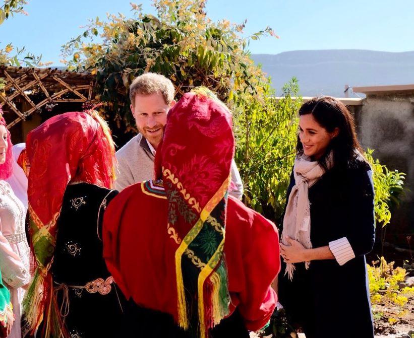 لحظة وصول دوق ودوقة ساسكس إلى السكن الداخلى فى المغرب