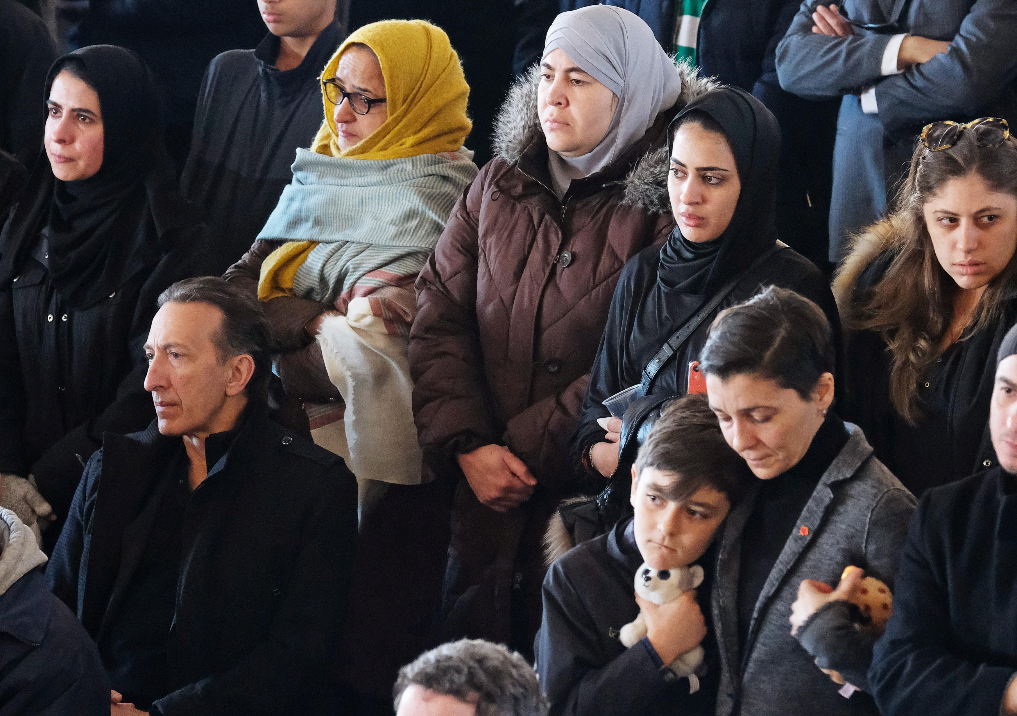 تشييع جثامين أطفال سوريين بكندا (3)