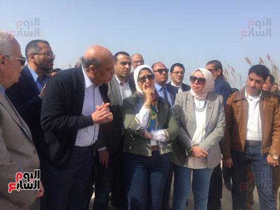 جولة-وزيرة-الصحة-ومحافظ-بورسعيد-بمستشفى-بحر-البقر-(11)