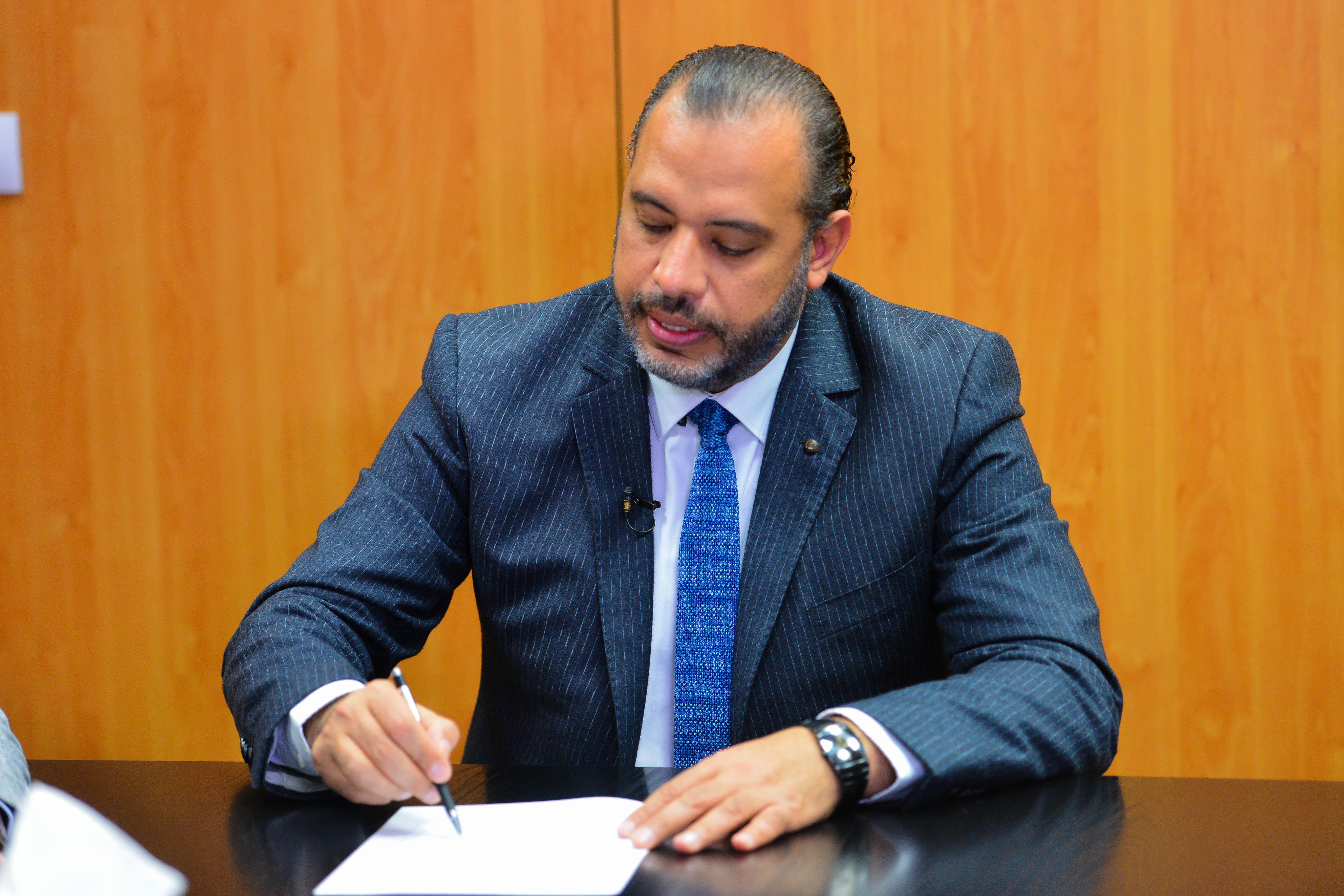 الدكتور أحمد السبكى استشارى جراحات السمنة والسكر والتجميل