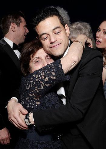 رامى-مالك-ووالدته