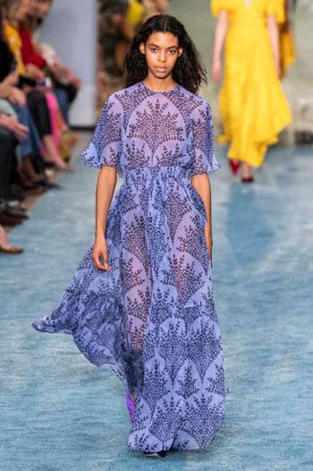 فستان كارولينا هيريرا فى عرض الازياء