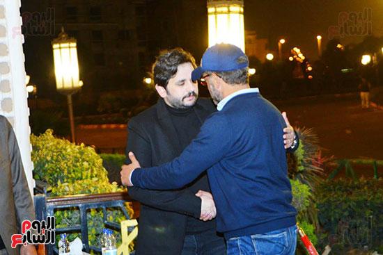مصطفى خاطر  يتلقى عزاء والدته (1)