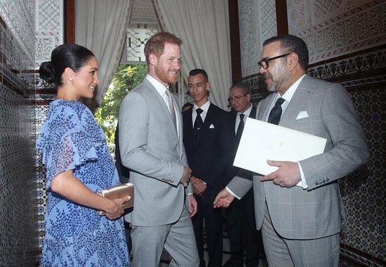العاهل المغربى يتسلم رسالة الملكة إليزابيث الثانية