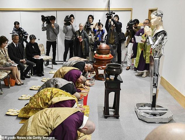 الروبوت داخل المعبد