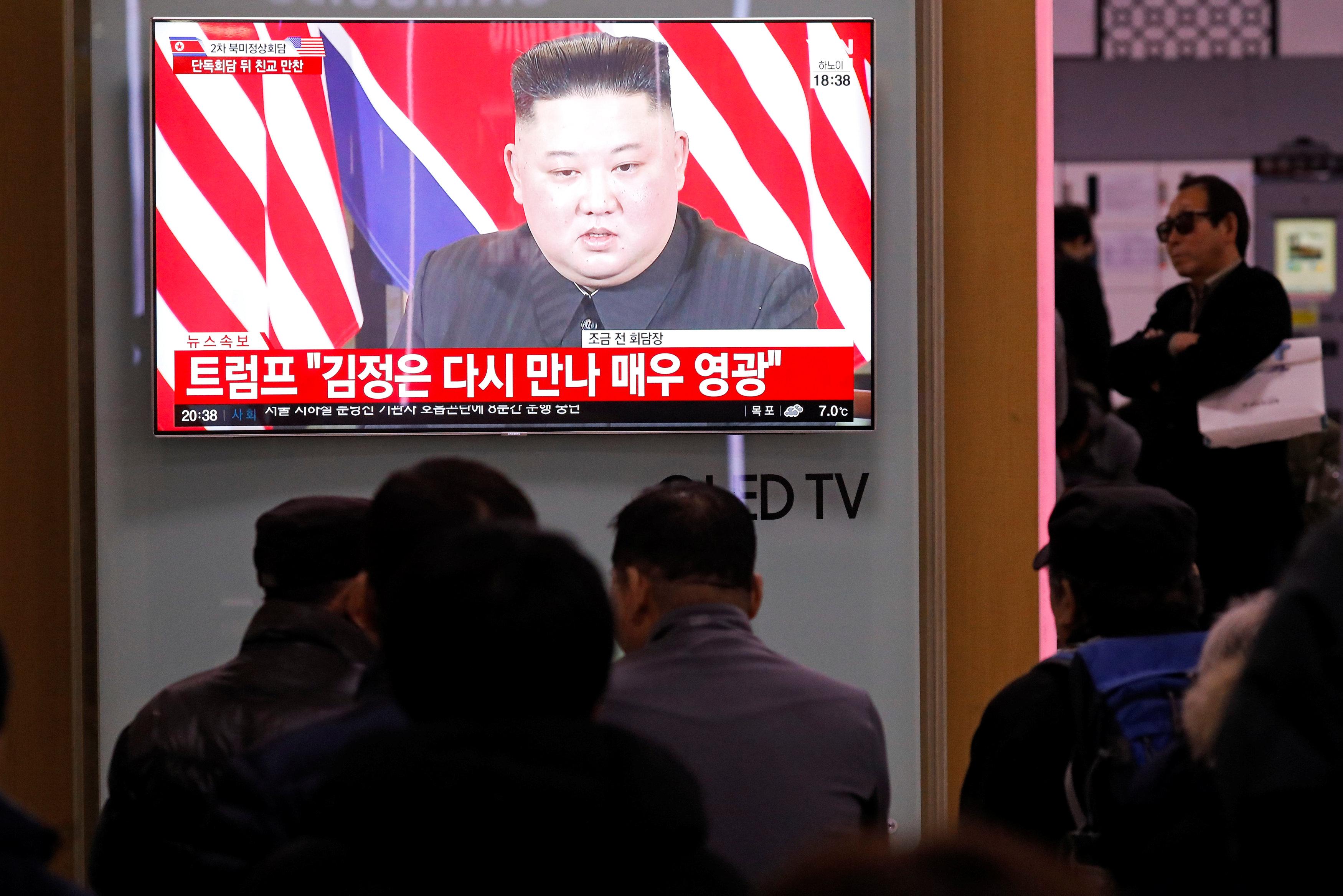 زعيم كوريا الشمالية يظهر على أحد الشاشات أثناء القمة