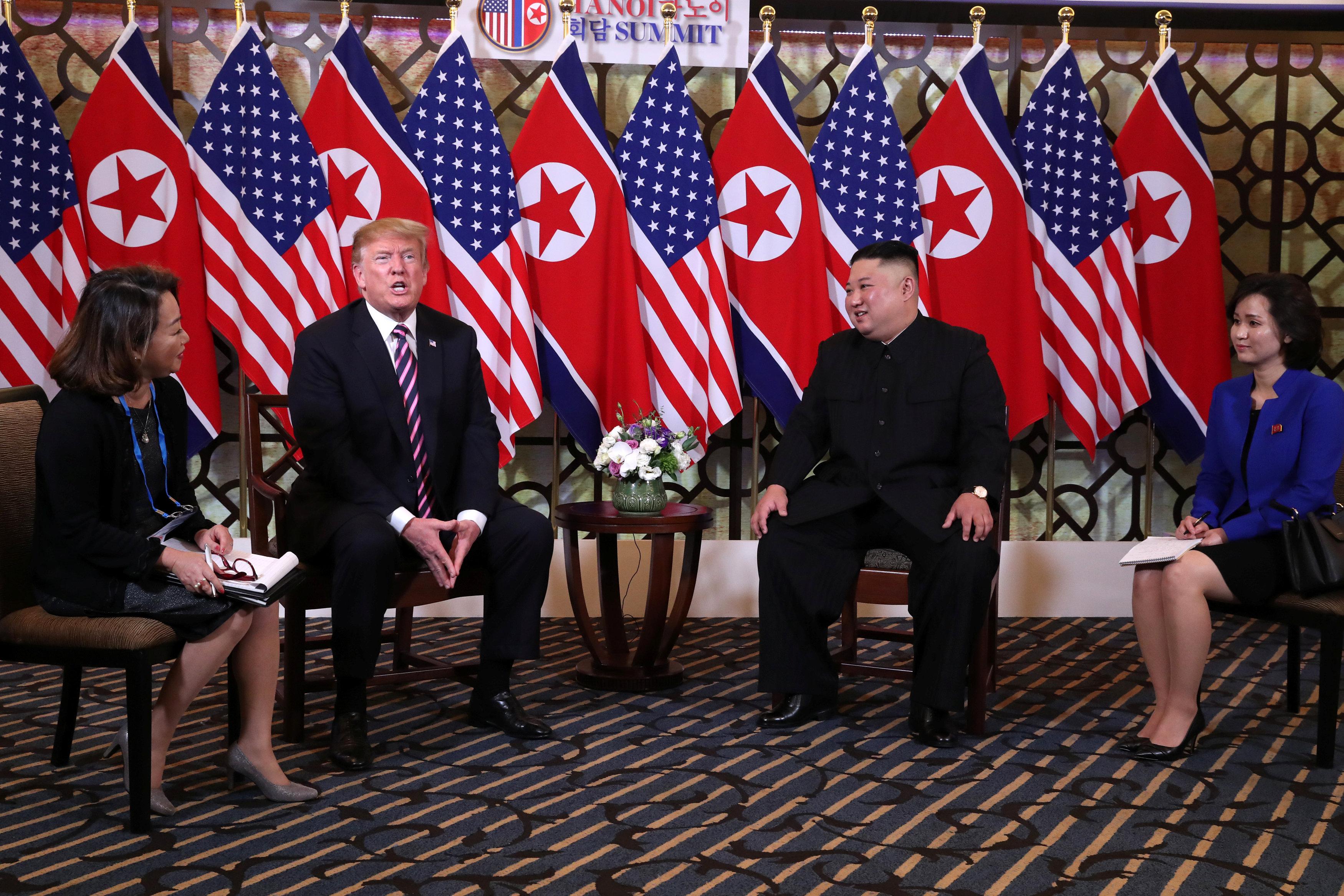 الرئيس ترامب يتحدث أثناء القمة مع زعيم كوريا الشمالية