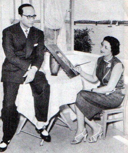 محمد عبد الوهاب موسيقار الأجيال وزوجته إقبال نصار فى جلسة رسم