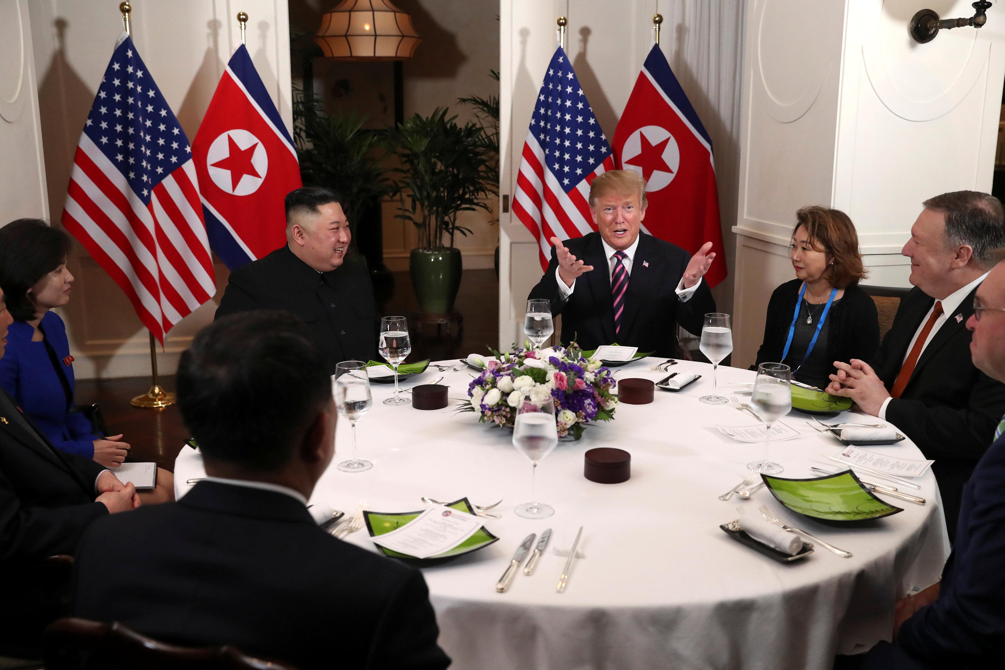 الرئيس الأمريكى يتحدث وسط ابتسامات الحضور