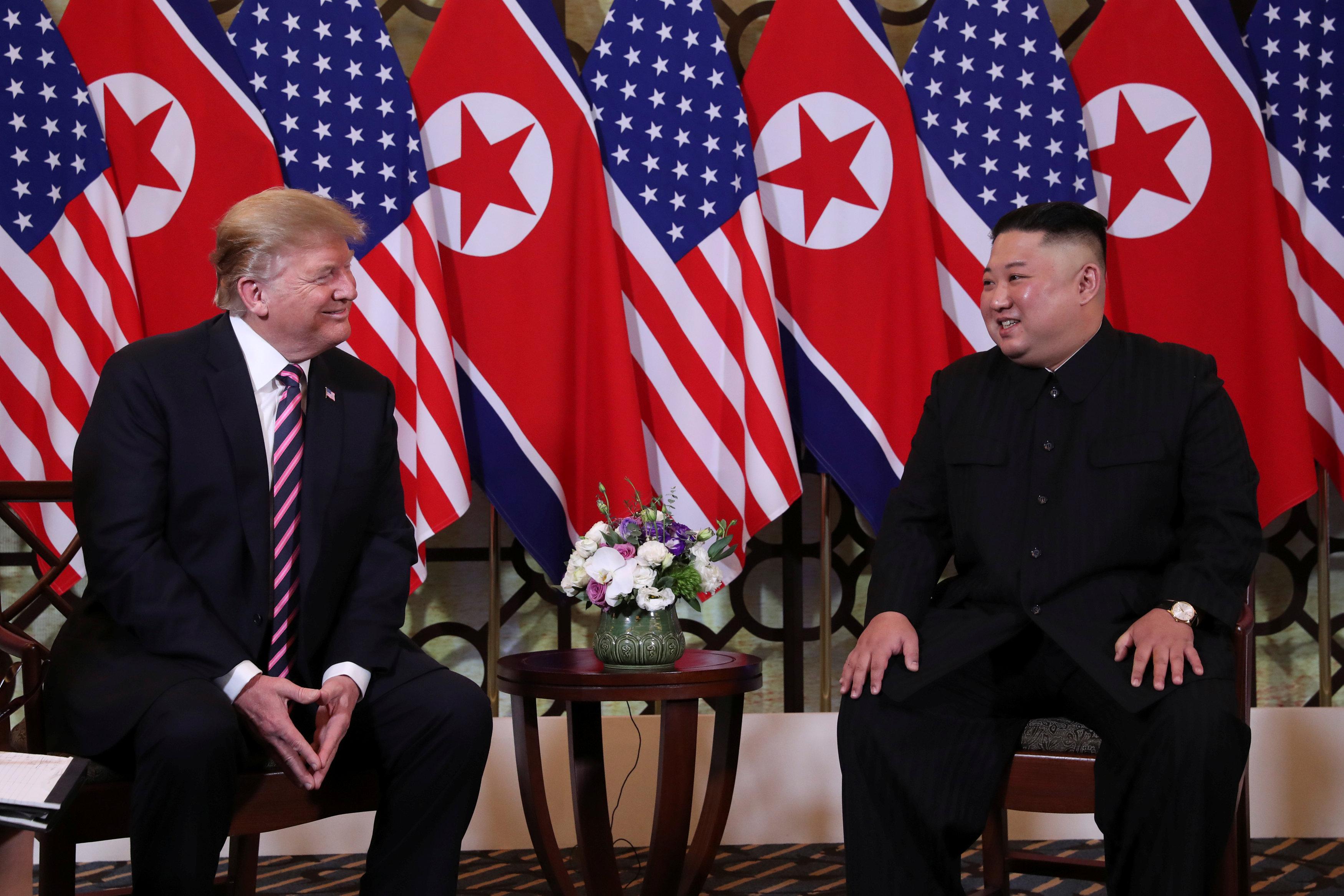 ابتسامات متبادلة بين الزعيمين